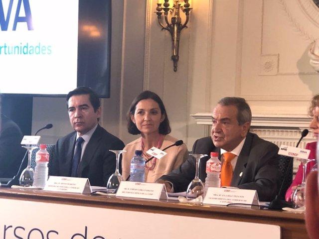 La ministra de industria, María Reyes Maroto y el CEO de BBVA, Carlos Torres