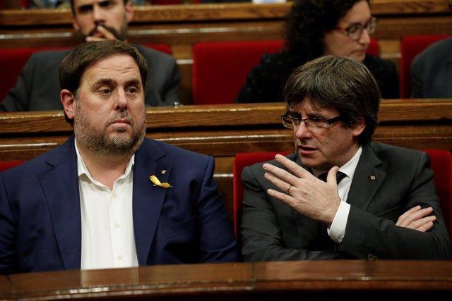 Junqueras y Puigdemont hablan en el Parlament