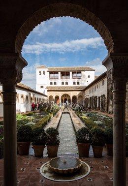La Alhambra organiza visitas guiadas gratuitas para granadinos y residentes