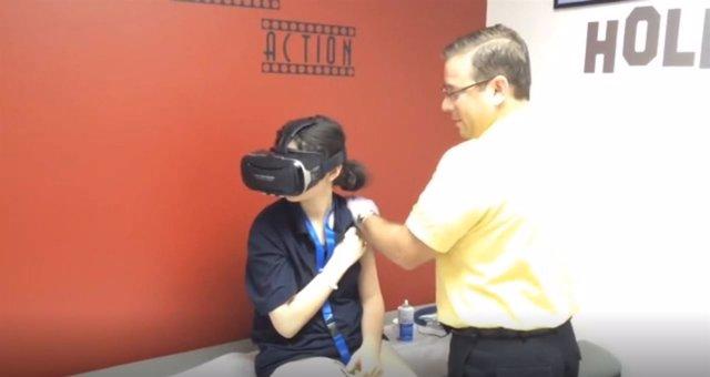 Casco de realidad virtual para disminuir el miedo de los niños a las agujas