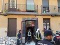 SE DERRUMBAN LAS PASARELAS DE UNA CORRALA EN MADRID SIN HERIDOS Y CON CINCO VECINOS CONFINADOS EN SUS CASAS