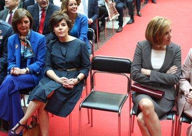 Cospedal i Santamaría es disputaran el lideratge del PP, amb Casado com a tercera via (Europa Press - Archivo)