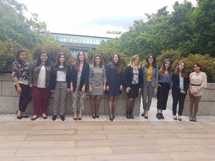 Banco Santander convoca becas para mujeres que estudien máster o posgrado científico-técnicos