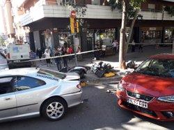 Un conductor perd el control a Barcelona i recorre 50 metres de vorera (GUARDIA URBANA DE BARCELONA)