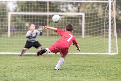 ¿Qué inteligencias múltiples desarrolla el fútbol infantil?