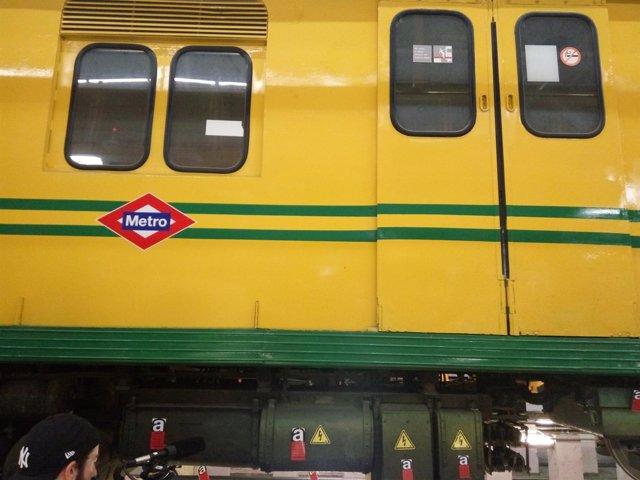 Tres antiguo de Metro de Madrid con elementos de amianto