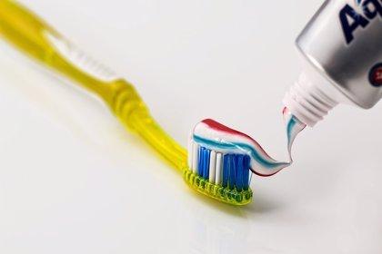 Un ingrediente común de la pasta de dientes puede aumentar la resistencia a los antibóticos