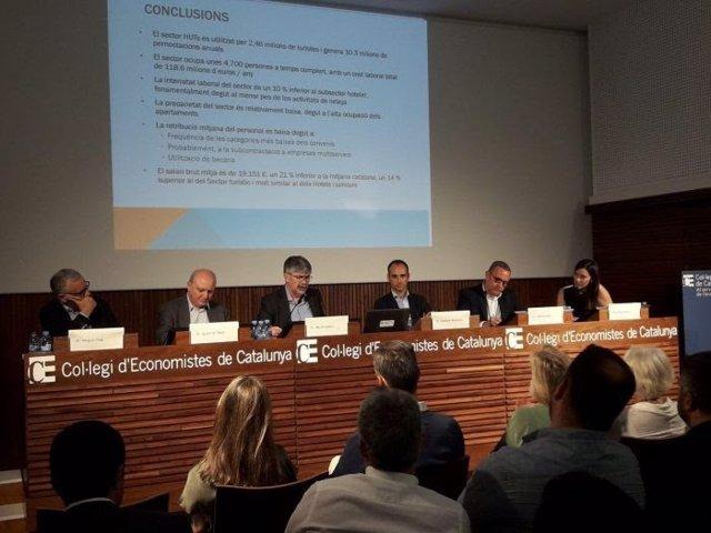 Mesa sobre el empleo que generan pisos turísticos en Barcelona, con A.Colom