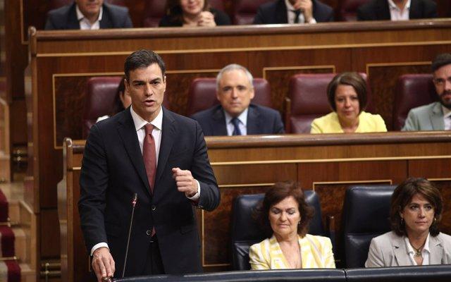 Sánchez pone en su hoja de ruta los permisos parentales igualitarios y quiere que sean intransferibles