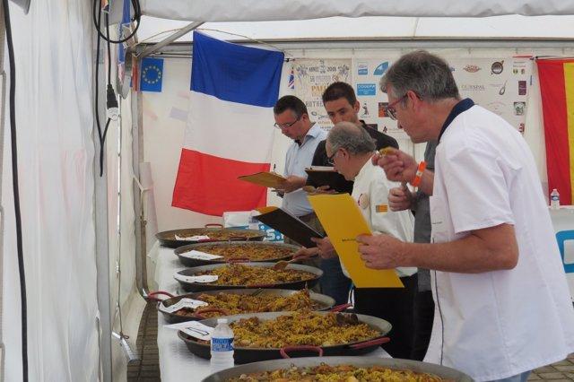 Preparación de las paellas en la ciudad francesa de Blois