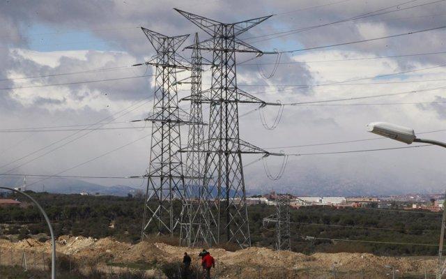 El consumo eléctrico de las grandes empresas crece un 0,4% en mayo