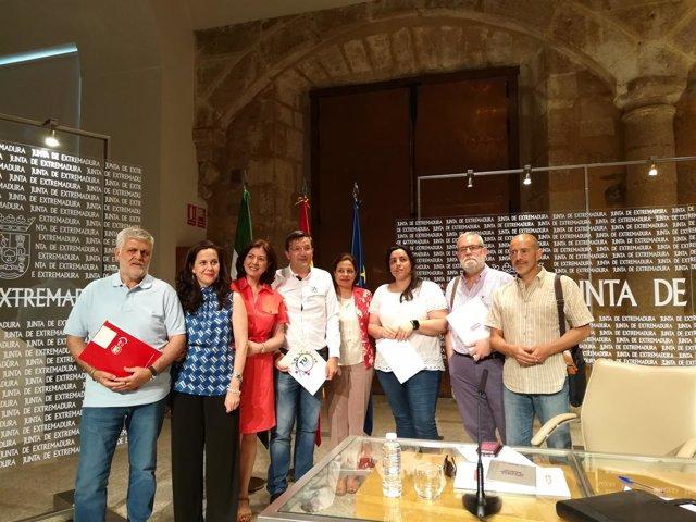 Firma del acuerdo Junta-sindicatos sobre función pública