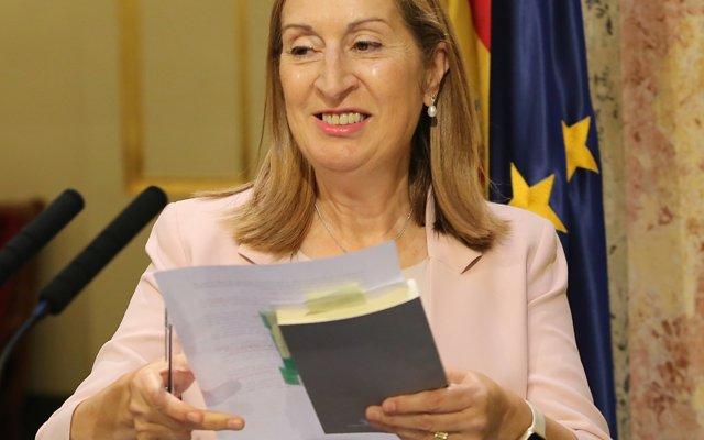 Ana Pastor no optarà a liderar el PP ni anuncia el seu vot, però sí admet que li va disgustar la renúncia de Feijóo