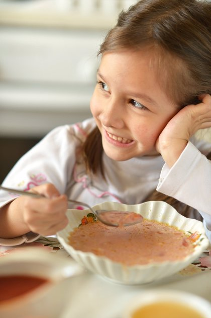 La dieta y eliminar hábitos poco saludables en niños, claves para frenar el riesgo de diabetes o hipotiroidismo
