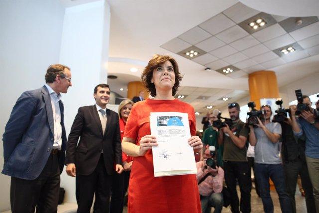 Santamaría Presenta Sus Avales Para El Congreso Del PP