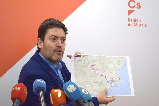 Miguel Sánchez De Ciudadanos Durante La Rueda De Prensa