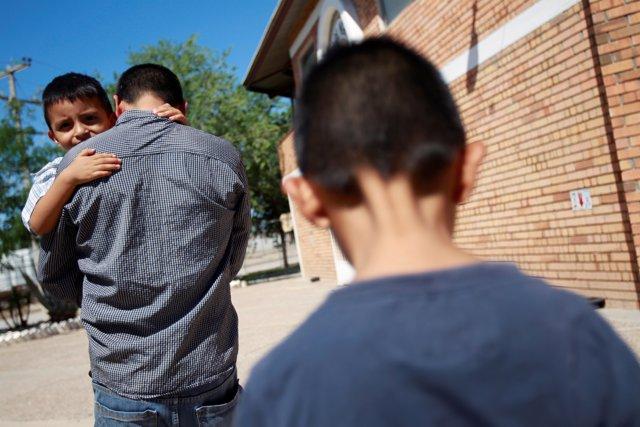 Migrante separado de su hijo