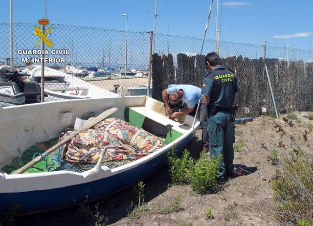 Guardia Civil decomisa dos embarcaciones de pesca