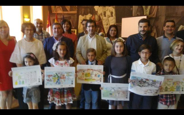 Caballero pide a los niños de Ciudad Real que sean los 'vigilantes del reciclaje' para cuidar el medio ambiente