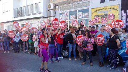 El juez suspende de forma indefinida el desahucio de una familia de un local de Peligros (Granada)