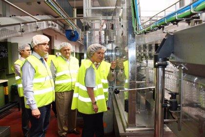 La alcaldesa de Córdoba y los delegados de Empleo y Agricultura de la Junta visitan la empresa Migasa
