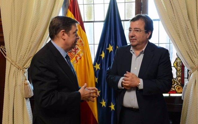 Fernández Vara reclama el apoyo del Gobierno para fortalecer las políticas y proyectos del sector agrario en Extremadura