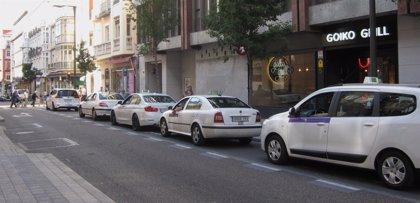 El Ayuntamiento de Valladolid cambia la parada de taxis de Duque de la Victoria para que puedan girar por Constitución
