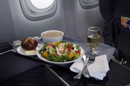 KLM presenta un nuevo servicio de comidas en 'Economy Class'