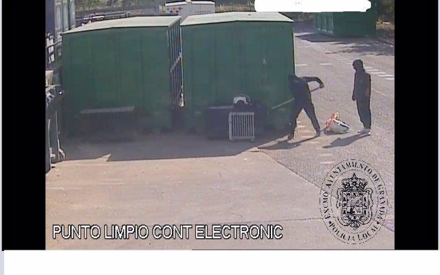 Dos detenidos como supuestos autores del robo de residuos de material eléctrico en el Ecoparque de Granada
