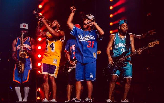 Bruno Mars encandila al Estadi Olímpic en un derroche de energía y 'flow'