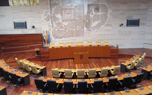 El pleno de la Asamblea aborda este jueves la filtración de exámenes de EBAU, la Ley de Cooperativas o las ambulancias