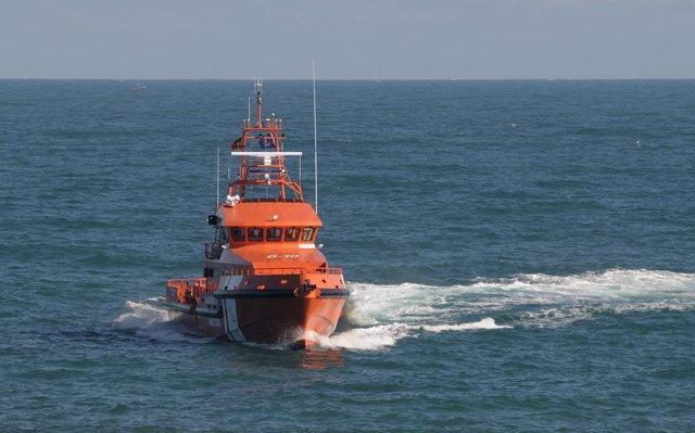 Rescatadas 26 personas de tres pateras a unas 20 millas de Tarifa (Cádiz)