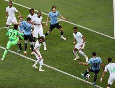 El centenari Suárez classifica l'Uruguai per als vuitens (REUTERS / MARCOS BRINDICCI)