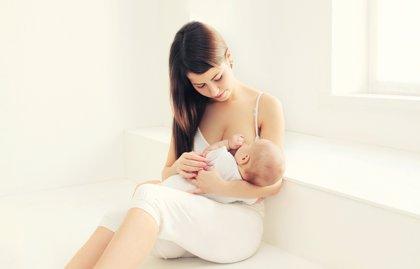 Los nutrientes de la leche materna cambian según las necesidades del niño