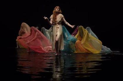Florence + The Machine impacta con la poderosa coreografía de su nuevo videoclip: Big God
