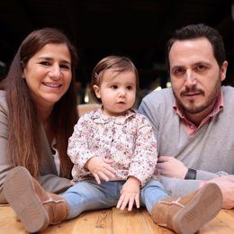 Lola Zozaya y Alfredo De Lara, fundadores de Yammy con su hija