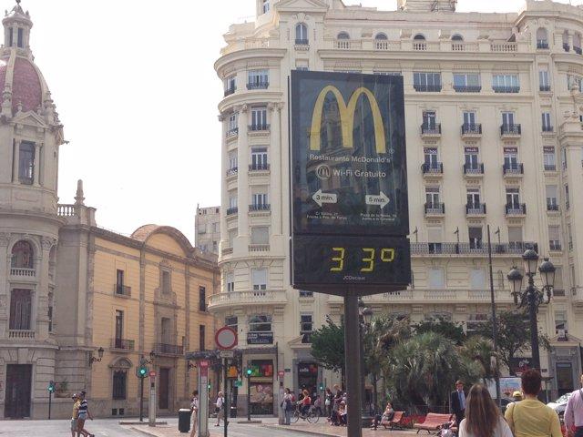 Termòmetre marca 33 graus a València.