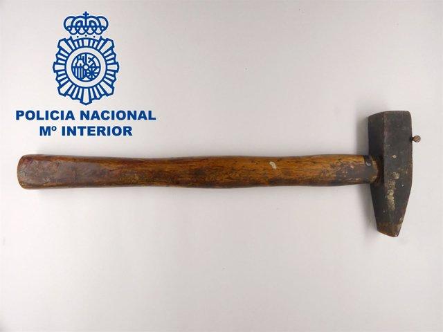 El martillo que utilizó el detenido