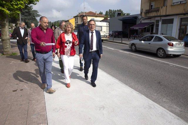 La vicepresidenta visita las obras del carril bici de Torrelavega a Reocín