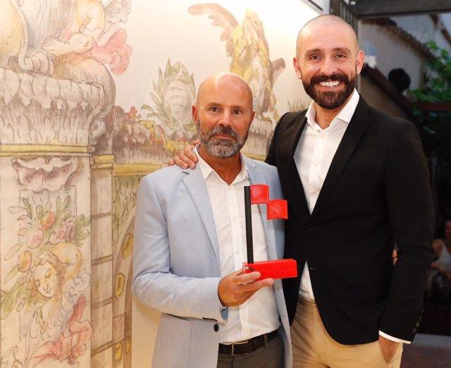 Jaime de los Santos en la entrega del galardón al festival de Arte Sacro