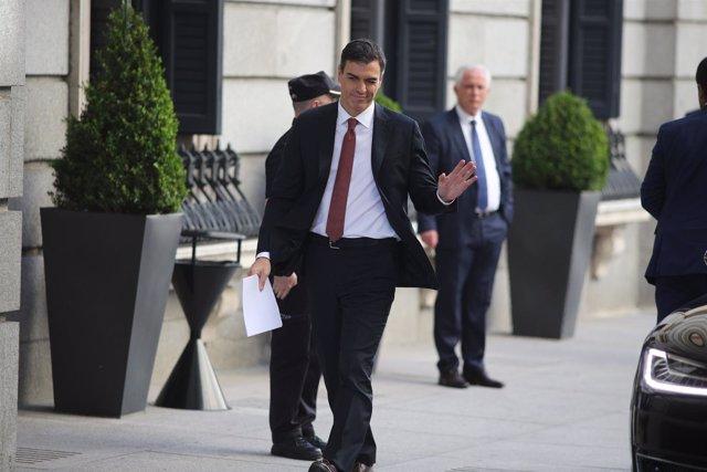 El presidente del Gobierno, Pedro Sánchez, llega al Congreso