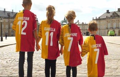 Los príncipes daneses dividen su corazón y sus camisetas por el mundial