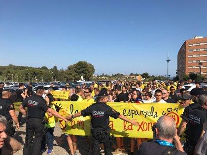 Comienzan en Tarragona las concentraciones a favor y en contra del Rey