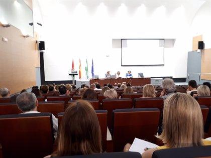 Enfermeros de los dos hospitales de Granada y de Atención Primaria se reúnen para trabajar la continuidad de cuidados