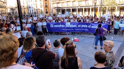 """Más de 300 personas rechazan en Toledo el """"insulto"""" que supone la libertad de 'La Manada'"""