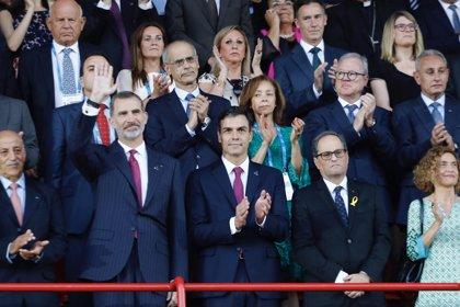 El Rey llega al estadio de Tarragona ante detractores y defensores