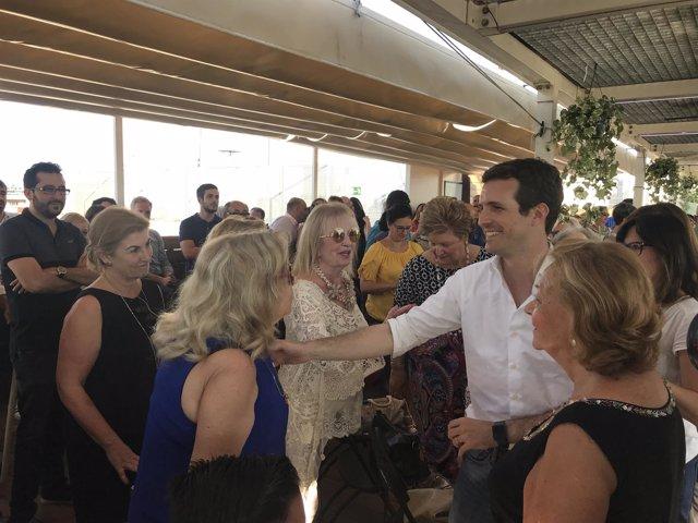 Pablo Casado en un encuentro con afiliados en València