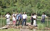 Foto: C-LM declarará BIC el oficio de ganchero y el transporte fluvial de la madera