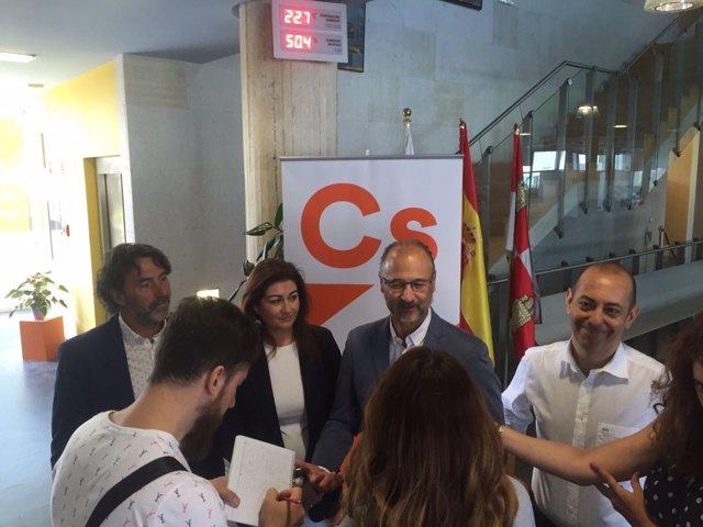 Valladolid.- Fuentes responde a preguntas de los periodistas hoy en Arroyo