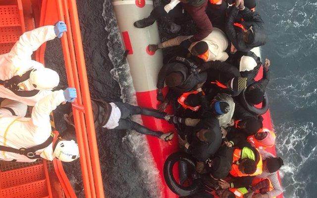 Trasladan a costas españolas a 769 personas procedentes de 25 pateras localizadas este sábado